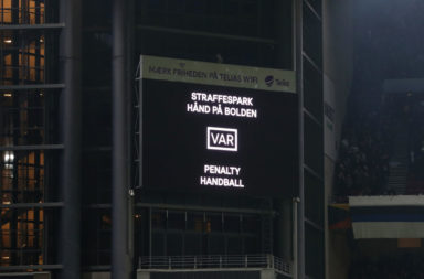 VAR awards a penalty to Copenhagen