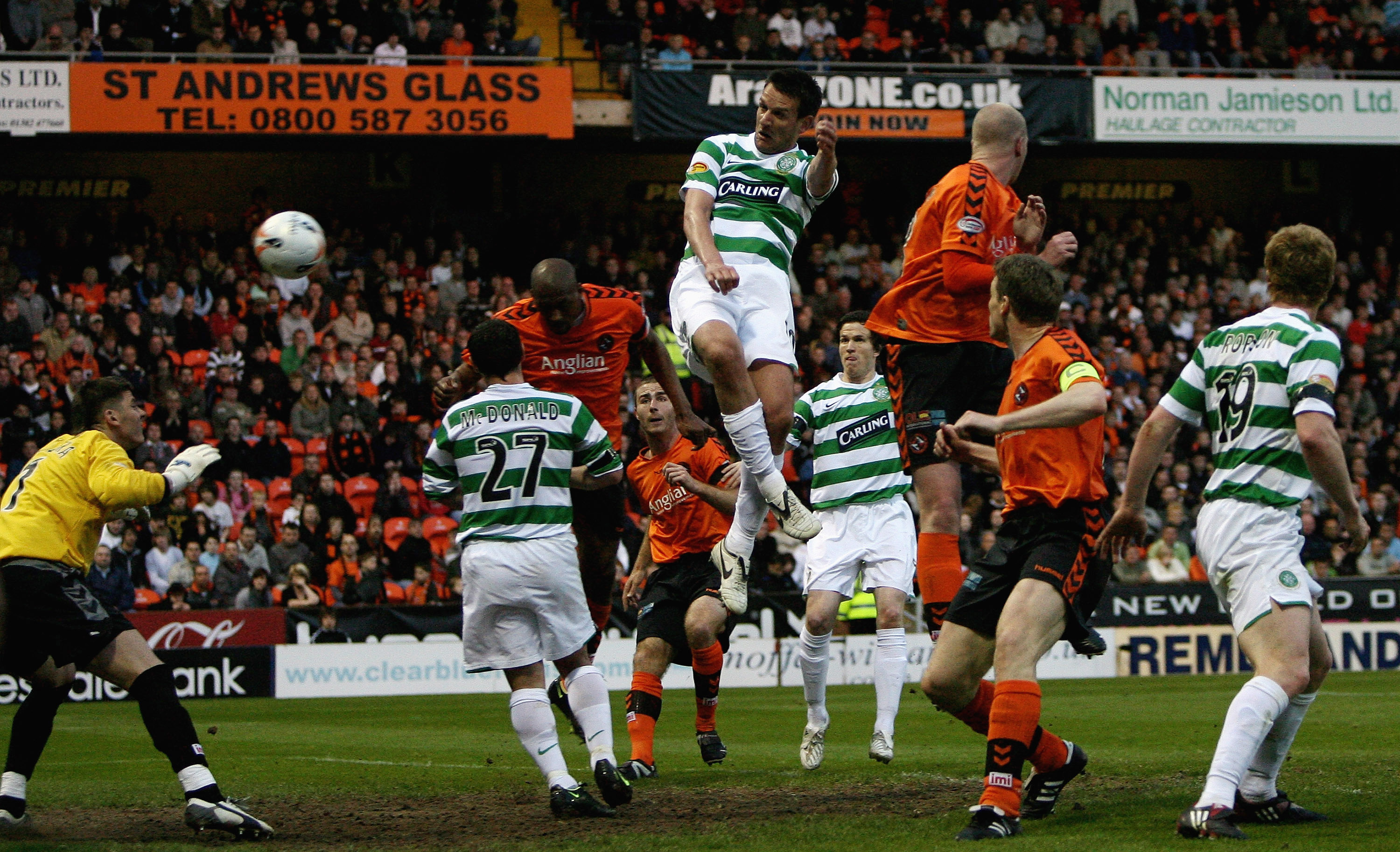 Jan Vennegoor of Hesselink scores for Celtic at Tannadice