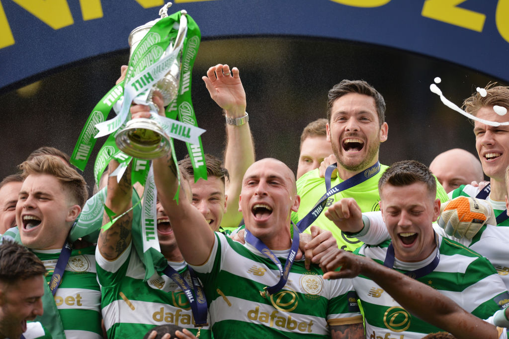 Celtic celebrate winning the Scottish Cup