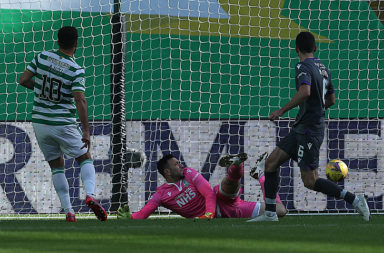 Albian Ajeti scores for Celtic against Hibernian