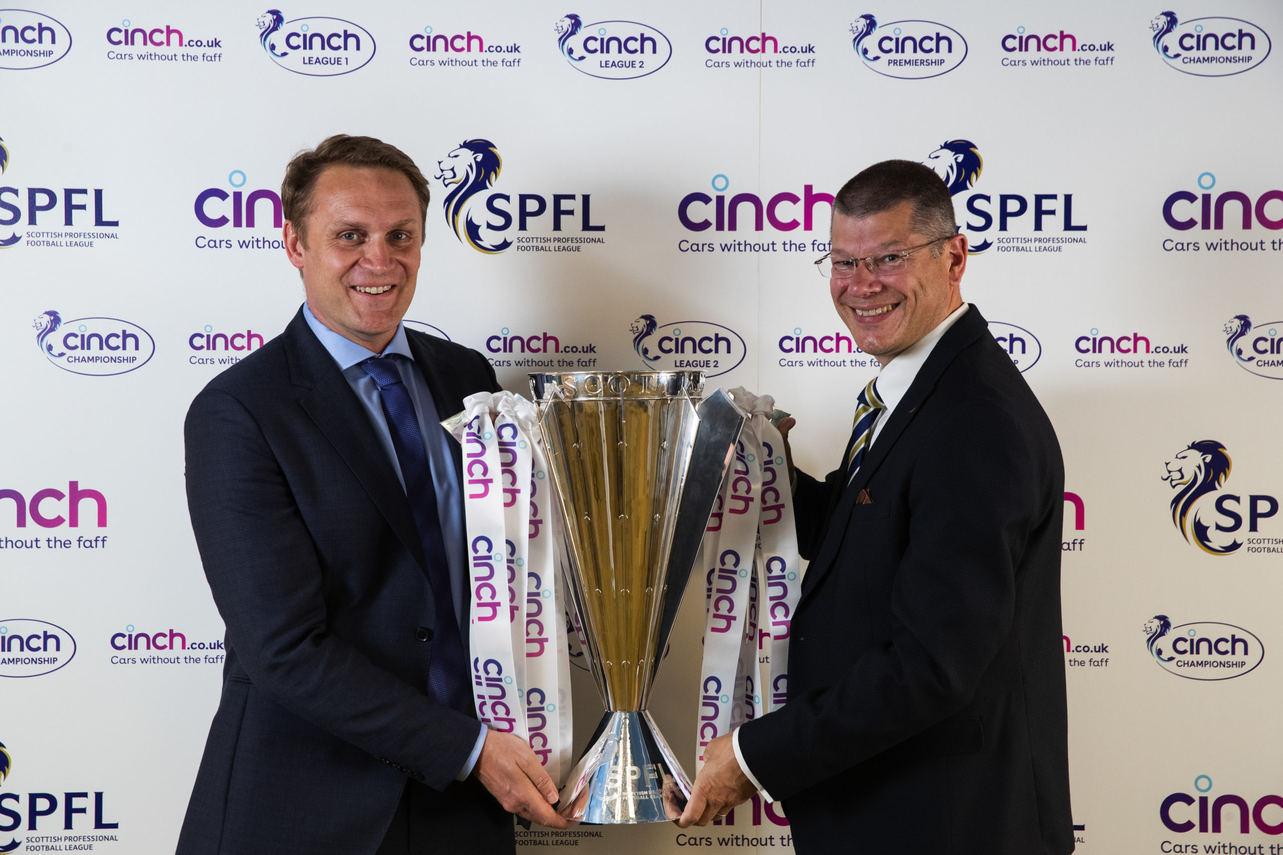 """""""No way"""" """"Couldn't write it""""; Celtic and SPFL fans in hysterics with Rangers' Cinch gaffe"""